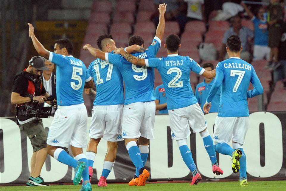 Diciotto passaggi consecutivi in 47 secondi, otto giocatori coinvolti: il secondo gol del Napoli ricorda l'Olanda del 74