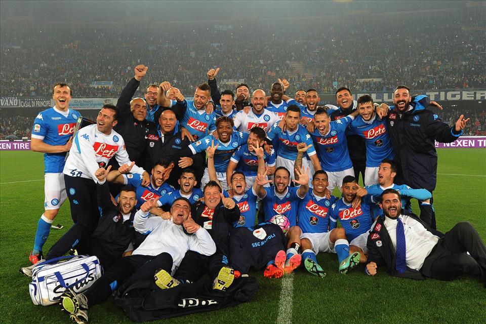 I cinque calciatori che non festeggiavano in campo, ovvero chi è incerto sul suo futuro a Napoli