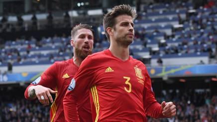 Europei, la Spagna ringrazia Piqué (e Iniesta): 1-0 a tre dalla fine contro la Repubblica Ceca