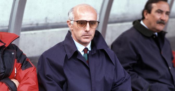 I primi mesi di Arrigo Sacchi al Milan (anche lui firmò un contratto annuale, come Sarri al Napoli)