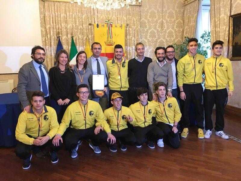 Il sindaco De Magistris premia il Ronin Club di Karen Torre