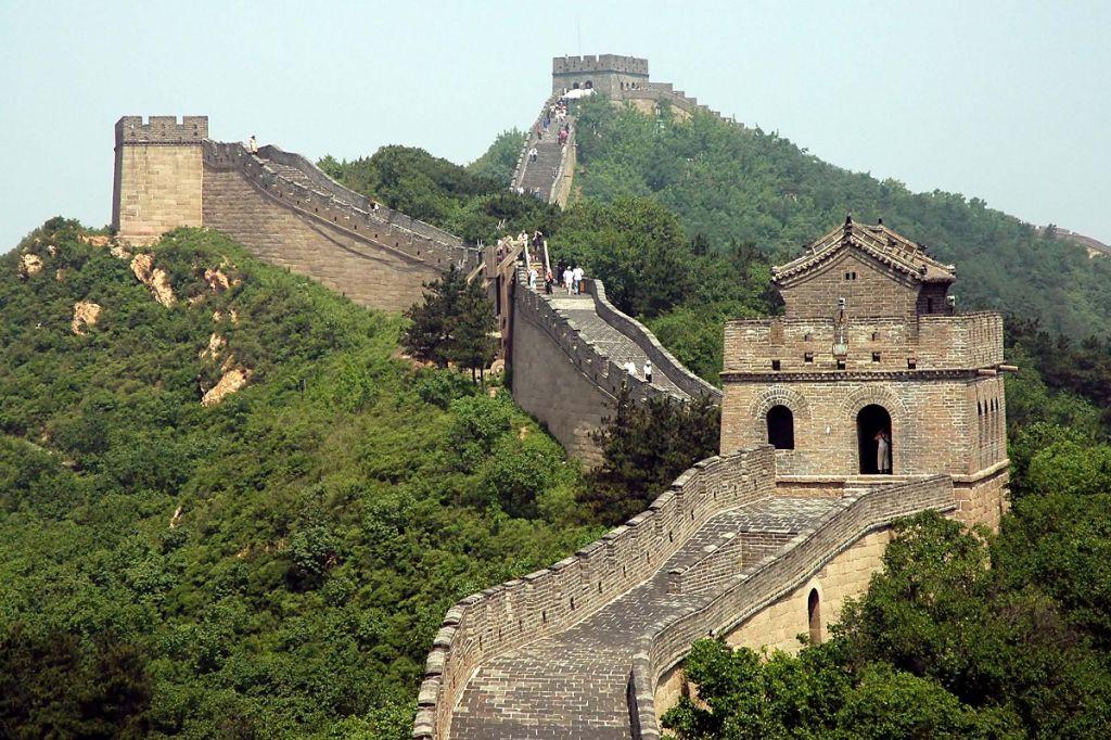 Il muro del Napoli per Higuain, quello del Porto per Herrera (ma c'è già l'accordo con il messicano)