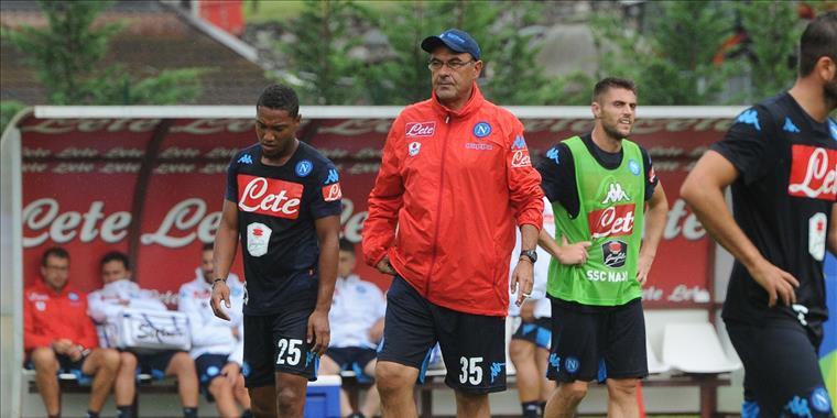 Dieci cose che ci ha detto Napoli-Bologna, dalla tuta rossa di Sarri a Zuniga stritolato