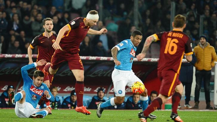 Napoli-Roma 0-0, pagelle: l'ansia da prestazione di Higuain, il compito per le vacanze di Sarri. E un'aurora boreale sul San Paolo: Rizzoli