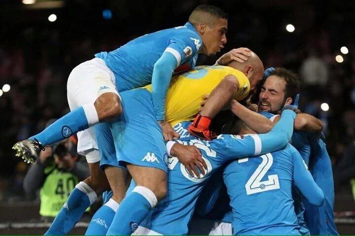 Napoli-Sassuolo 3-1, pagelle / Reina equilibrista folle, il molosso Jorginho. Le doti taumaturgiche della tuta di Sarri