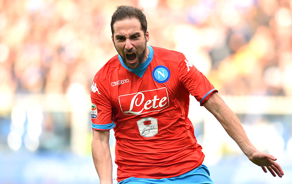 Sampdoria-Napoli 2-4, pagelle / Le incomprensibili punizioni di Ghoulam, Callejon incarna la Trinità del modulo sarrita. Anche i piccioni si fermano a guardare