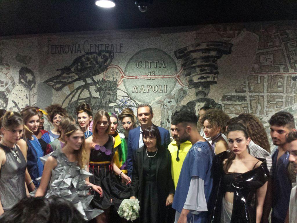 la moda fatta a scuola sfila alla metro toledo di napoli