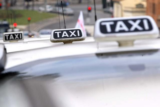 Di ritorno da Napoli-Lazio in otto in un taxi (20 euro a testa)