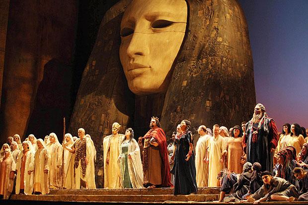 A colloquio con Aida: «Parma e Napoli sono due città ripiegate sul passato»