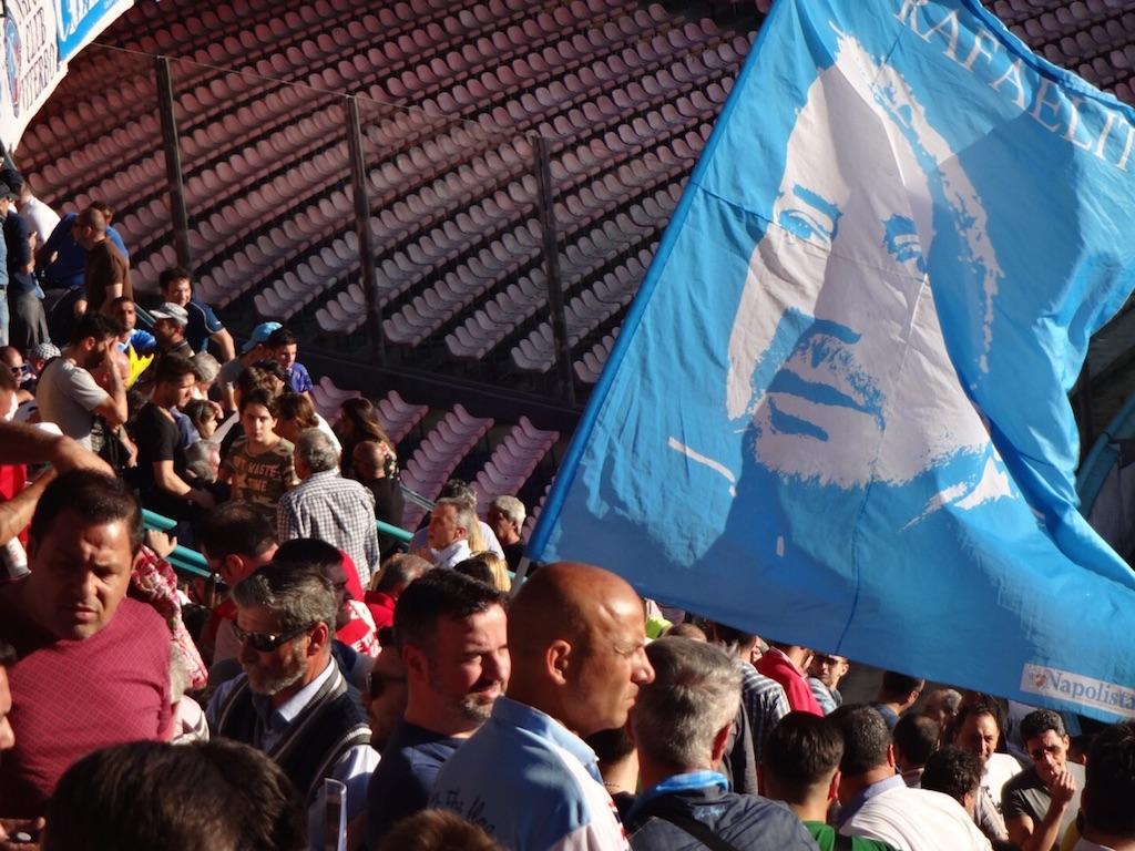 """Il Mattino canta vittoria contro gli illusi dell'internazionalizzazione del Napoli, cioè il Napolista: """"Riponete la bandiera di Benitez nel cassetto"""""""