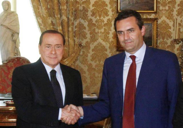 Berlusconi sta alla tv come de Magistris ai social (ma il suo ostacolo si chiama De Luca)