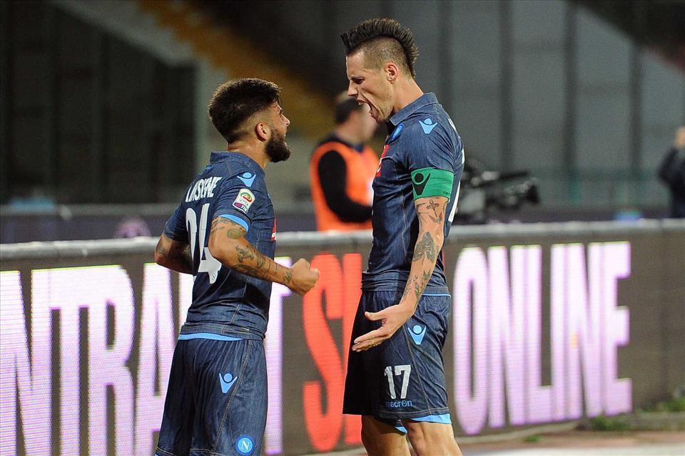 Pagelle Napoli-Verona 6-2: 8 a Hamsik, Insigne e Benitez. 12 al pubblico che trascina Higuain