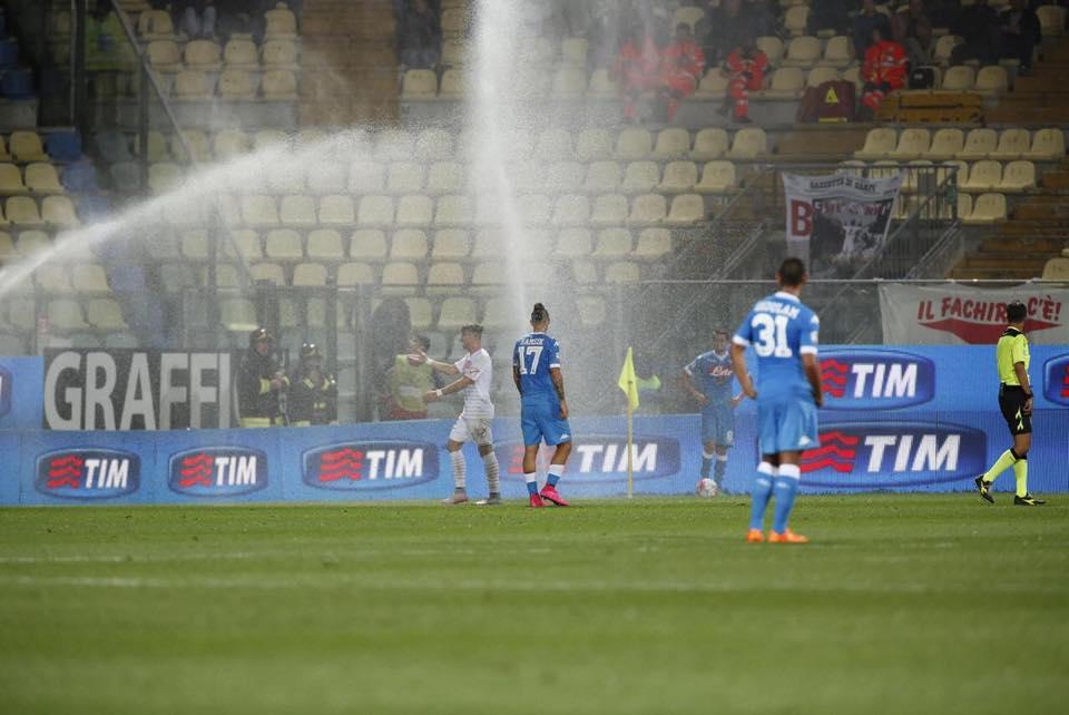 Carpi-Napoli 0-0, mammtweet / L'idrante in faccia a Valdifiori per farlo scetare non la escludiamo come possibilità