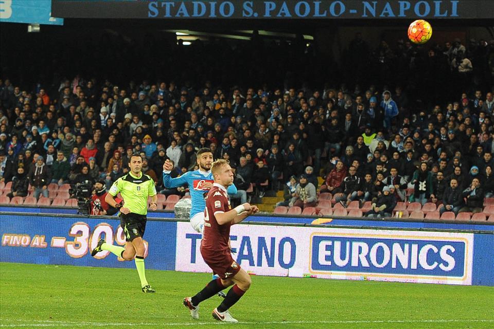 Il Napoli non soffre il Natale. Gioca (nel primo tempo) un calcio alla Federer e batte il Torino 2-1. Eurogol di Insigne
