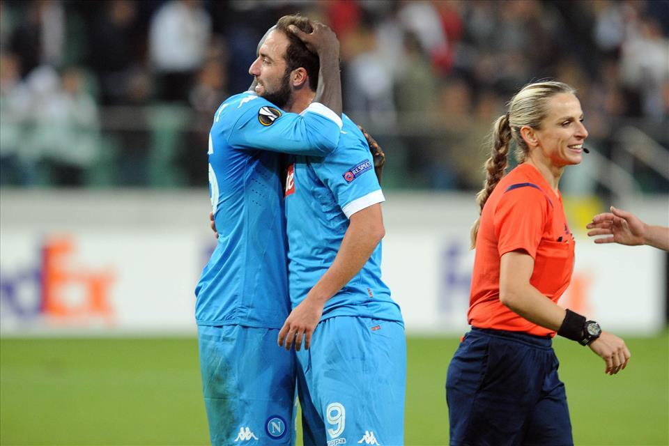 Legia-Napoli 0-2, pagelle / Valdifiori, siamo ancora all'estetica in nuce. Ottimi Allan e David Lopez. Otto alla guardalinee bionda