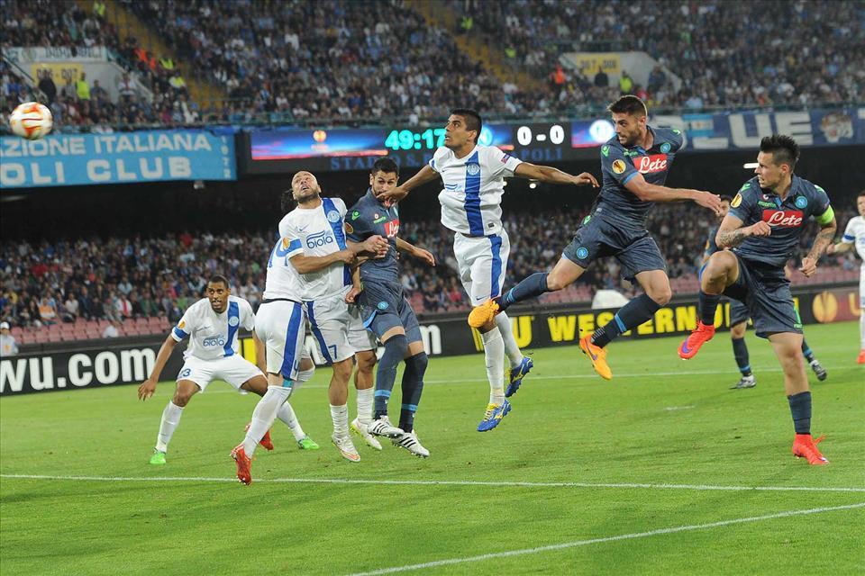 Un gol irregolare di Seleznyov fissa l'1-1 dopo la rete di David Lopez e rende problematica la qualificazione azzurra alla finale dell'Europa League