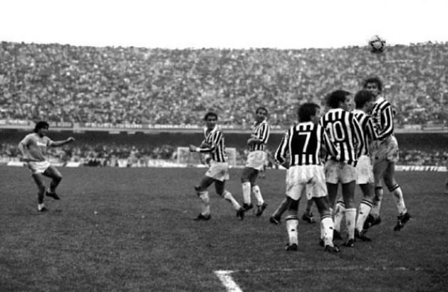 783c907634167 L haiku per la punizione di Maradona alla Juventus - ilNapolista