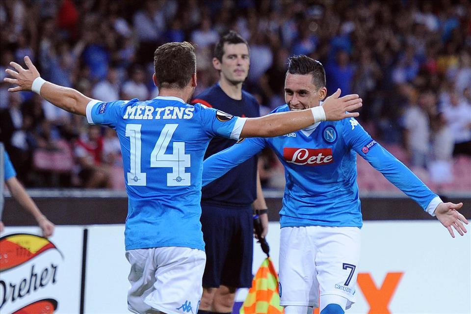 """Napoli-Bruges 5-0, pagelle/ Callejon """"tagliatore"""" indispensabile. Capisci che qualcosa è cambiato quando vedi per la prima volta Sarri senza la giacca della tuta"""