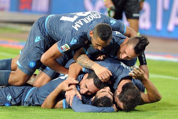 Napoli-Verona 6-2: il gruppo è talmente spaccato che persino Decibel Bellini ha capito il momento difficile di Albiol