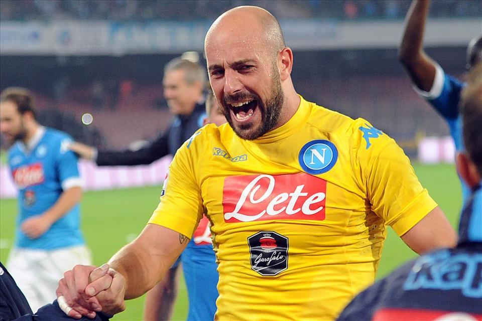 Napoli-Inter 2-1, pagelle/ Reina, a dimostrazione che il culo è l'incontro tra il caos e la preparazione. Higuain che scippa la palla dal petto di Callejon