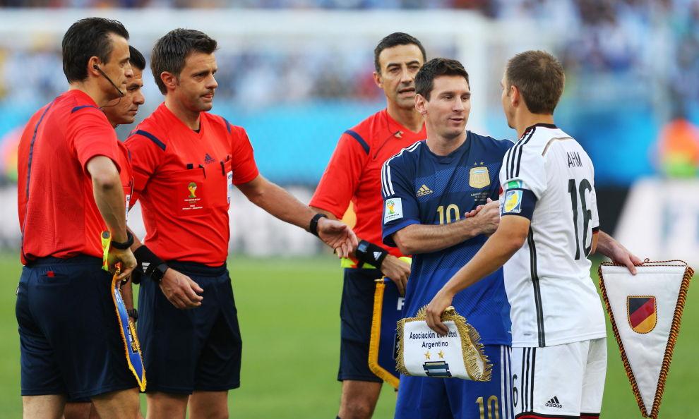 Il neo-dg del Napoli Italo Alloggi a Sky: «Gol in fuorigioco? Ditelo voi. Io chiedo: perché Rizzoli, l'arbitro della finale Mondiale, era a Cagliari?»