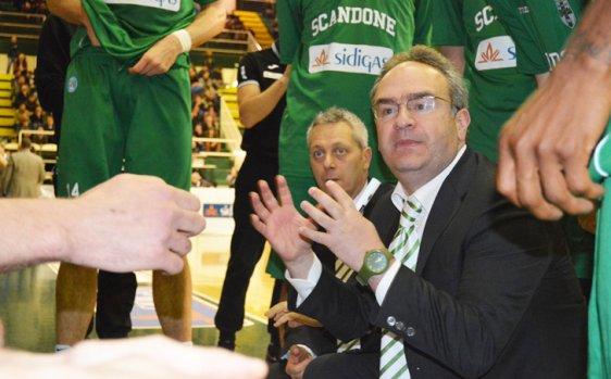 Il Napoli Basket perde ancora e annuncia Sacripanti un top per la A2 (e infatti lo paga molto)