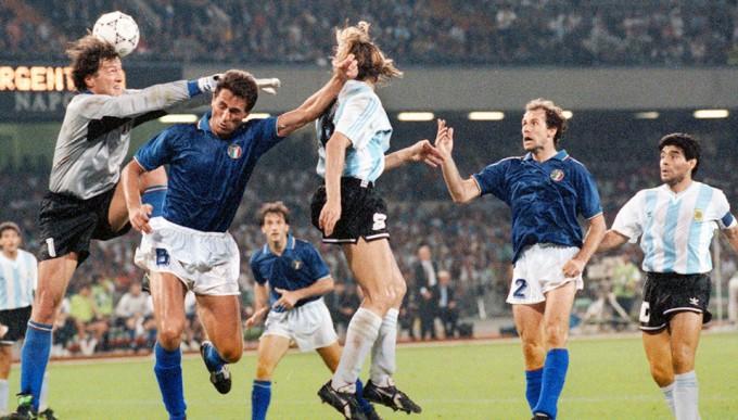 Zenga e Napoli. Ferlaino lo aveva quasi acquistato. Maradona lo voleva. Caniggia lo bruciò nella sua notte più buia