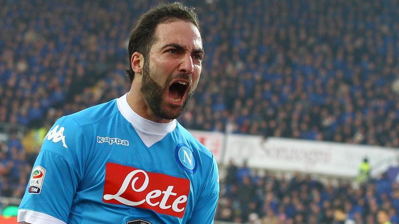 Napoli-Carpi, i numeri: ottava vittoria consecutiva, battuto il record di Maradona. Higuain come Diego: sesta gara di fila a segno