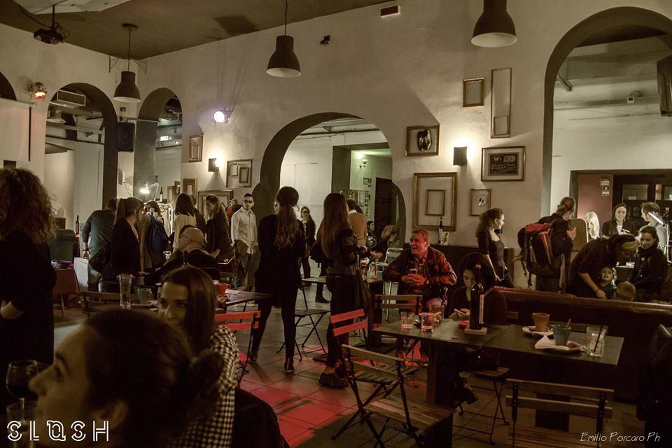 I turisti crescono e Napoli si adegua: aperitivi con madrelingua e film in originale allo Slash Art/Msic