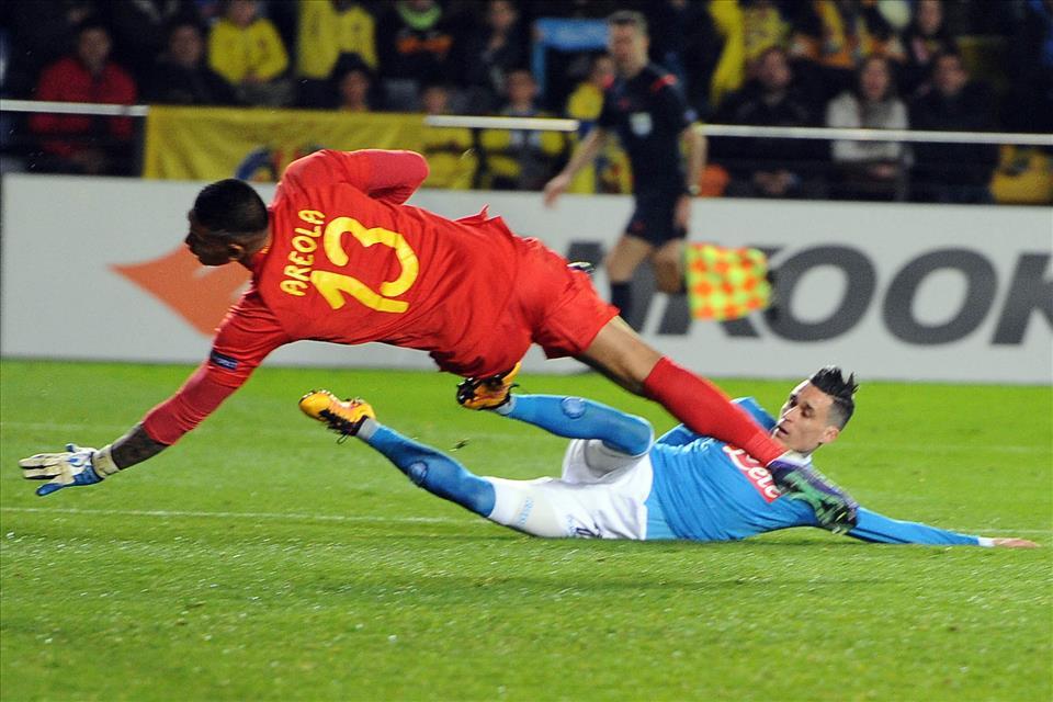 Villareal-Napoli 1-0, pagelle / Bravo David Lopez. Con Bakambu balla anche Koulibaly E poi ci lamentiamo di Mazzoleni
