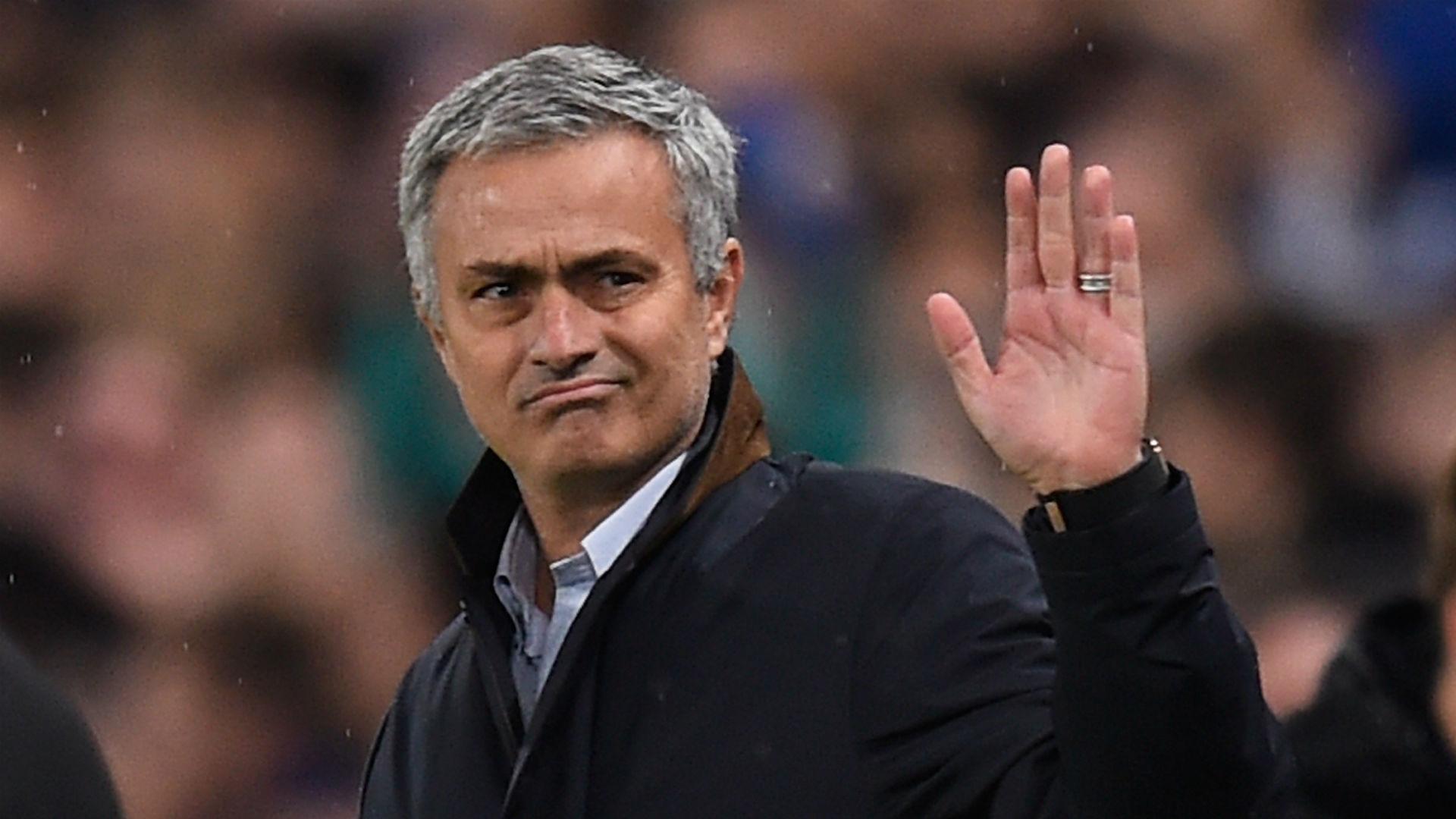Il papponismo di Mourinho, teso per il mercato lento dello United (e lui non fa il manager)