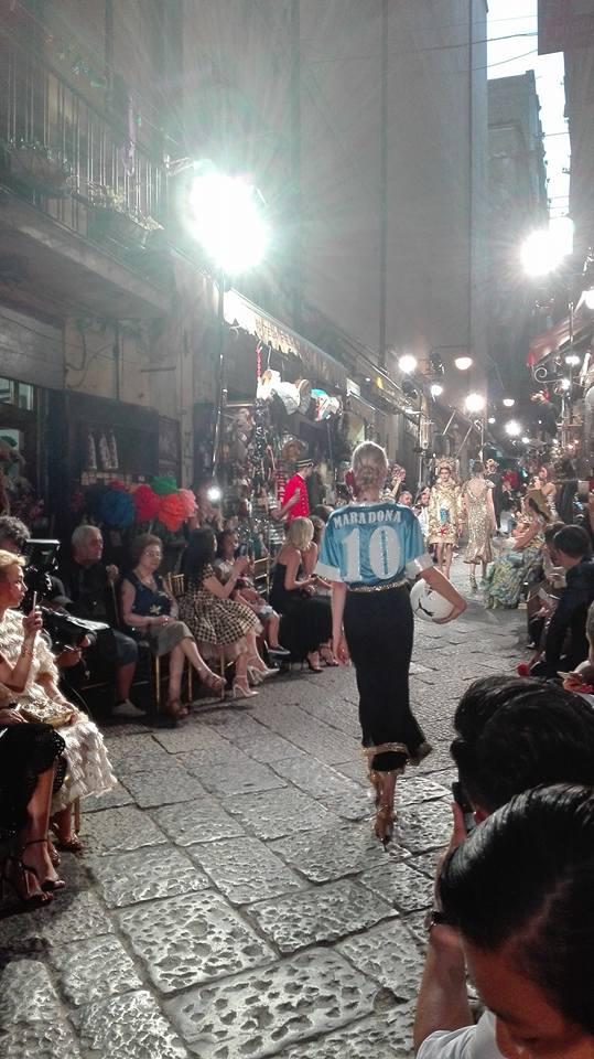 """""""Stasera stai molto a Dolce e Gabbana"""". E meno male Napoli"""