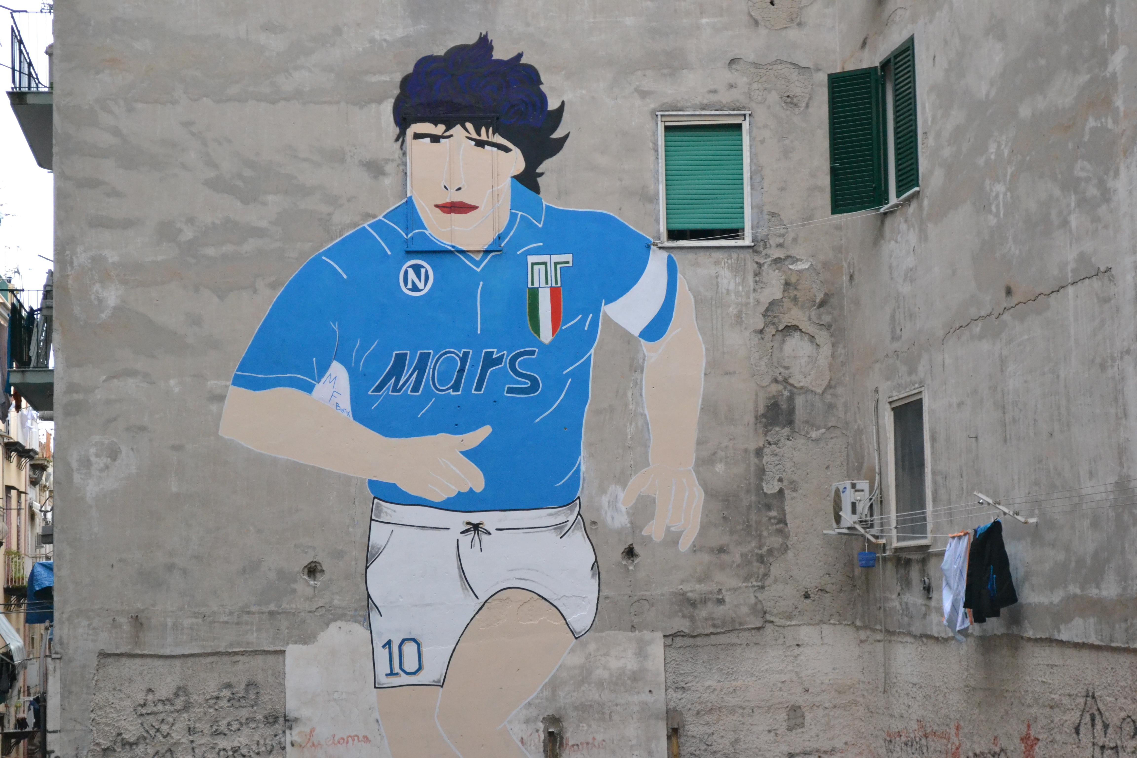 La domenica in cui i Quartieri Spagnoli si fermarono per il murales di Maradona