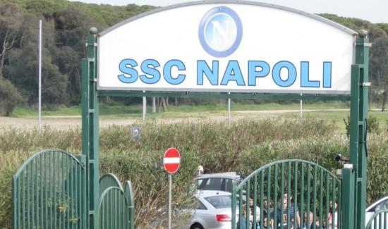 Undici tifosi al raduno del Napoli: il remake dello scorso anno