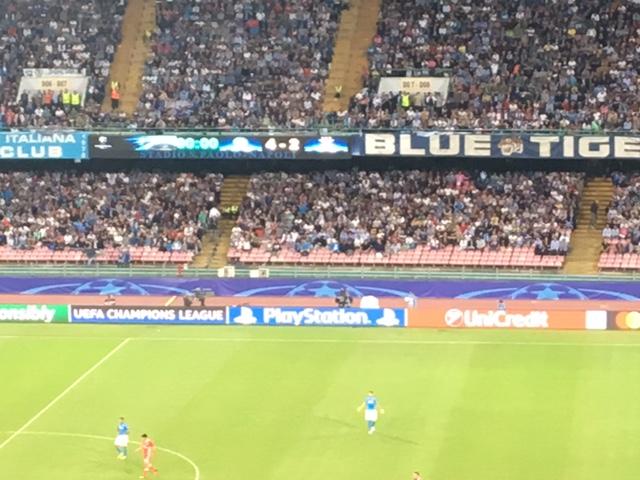 4-2 al Benfica, il Napoli dà spettacolo in Champions (e sono 20 gol in 8 partite)