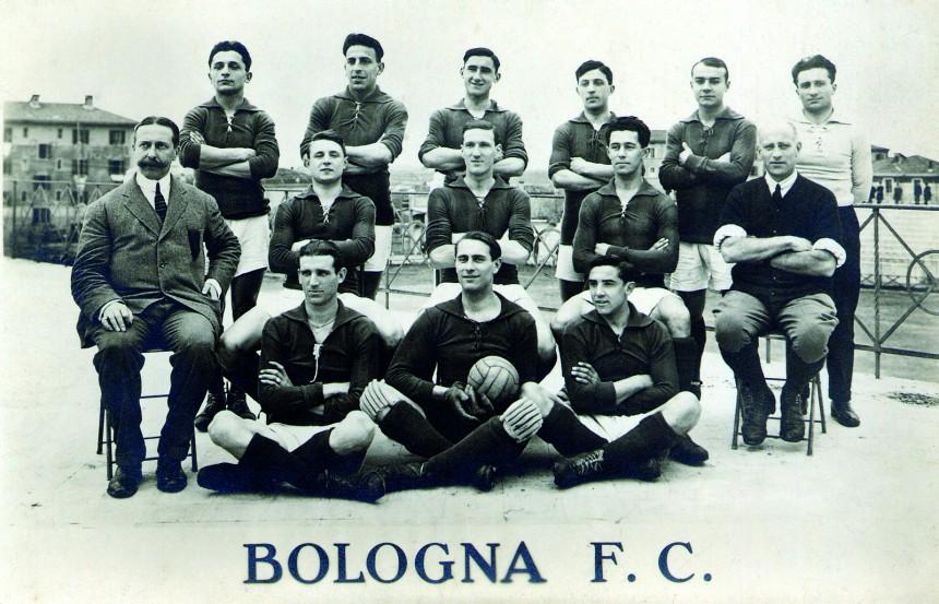 Il rosso e il blu del Bologna che ha un Bernabeu tra i fondatori