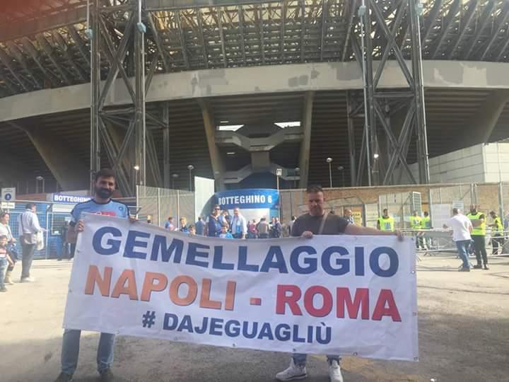 Napoli-Roma, prove tecniche di gemellaggio: lo striscione #dajeguagliù però resta fuori
