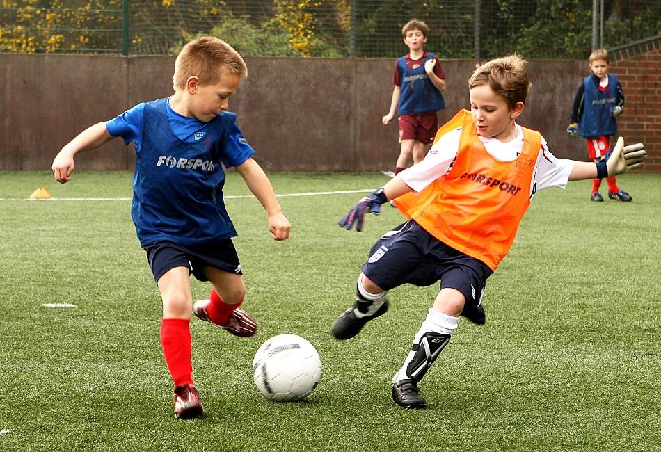 La bellezza di insegnare calcio ad Armando un bambino di sette anni