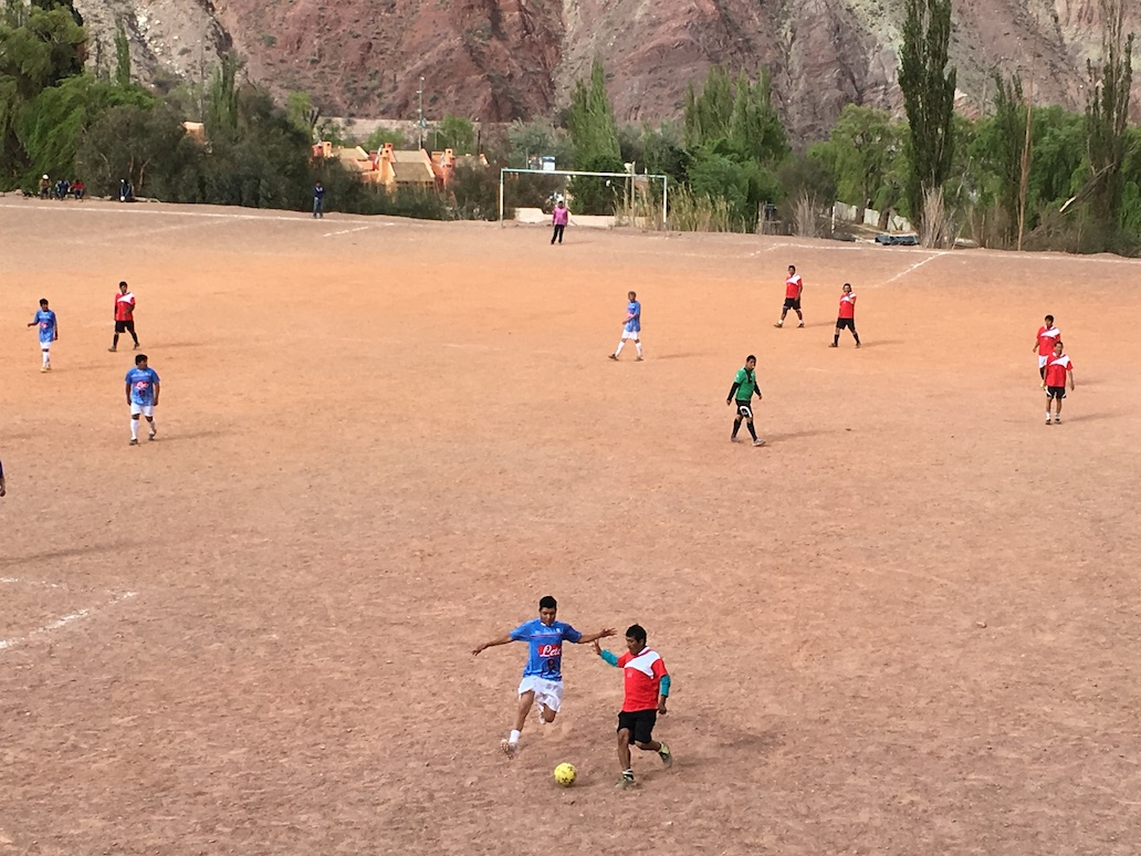 Sulle Ande argentine si gioca a calcio con la maglia del Napoli
