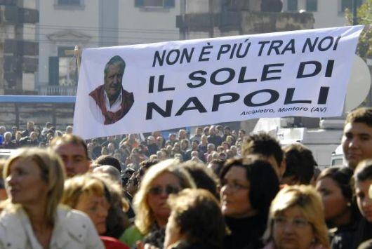 """Mario Merola e la polemica sul """"guappo buono"""" che divise la politica a Napoli"""
