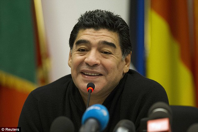 """Maradona al Teatro San Carlo il 16 gennaio: Siani lo dirige nello spettacolo """"Tre volte 10"""""""