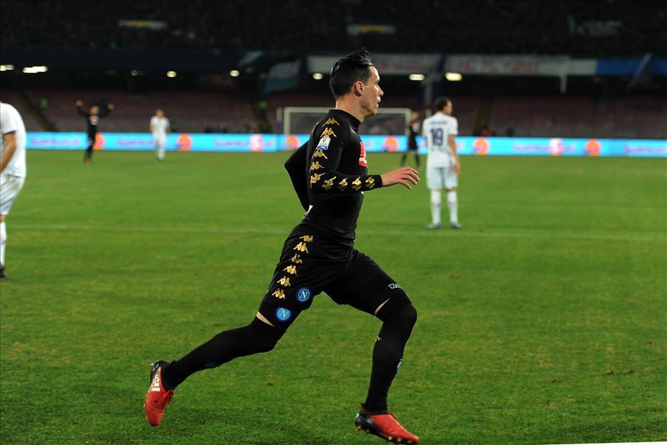 """Il Napoli coglie la """"scions"""" della semifinale nonostante la sciarpa viola di Zac"""