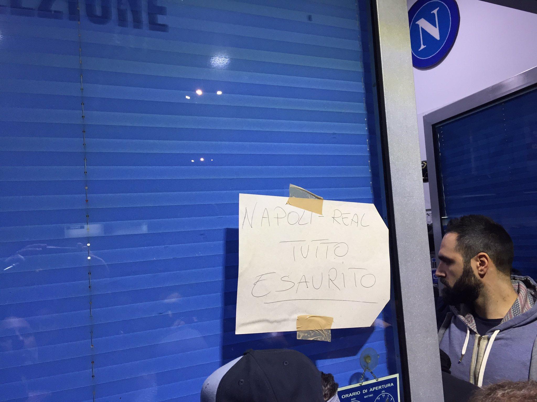 Napoli si è messa in fila. Due giorni e tutto esaurito per il Real Madrid