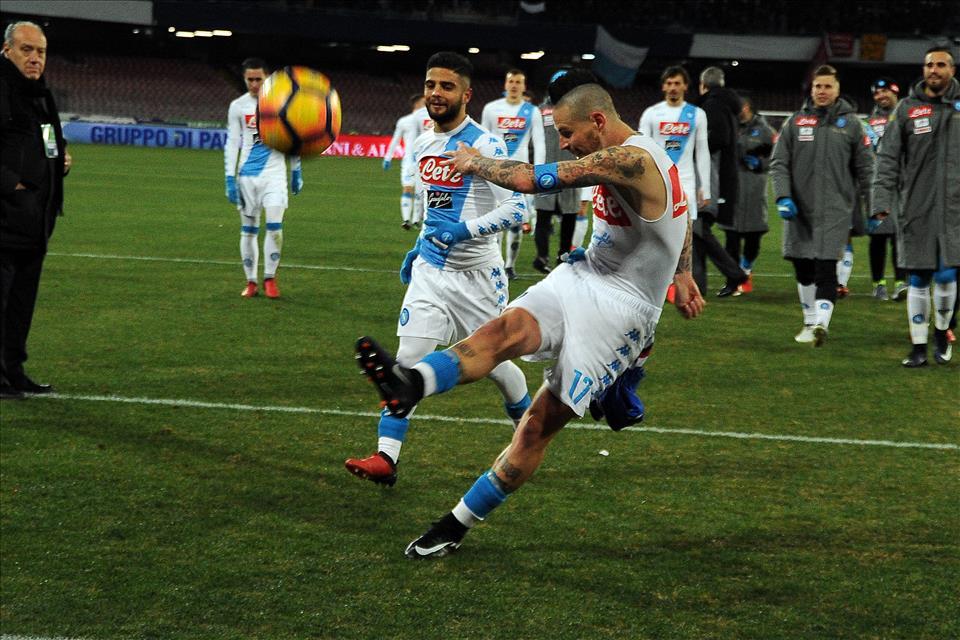 Napoli, io e la mia ragazza picchiati fuori la curva B per il pallone lanciato da Hamsik