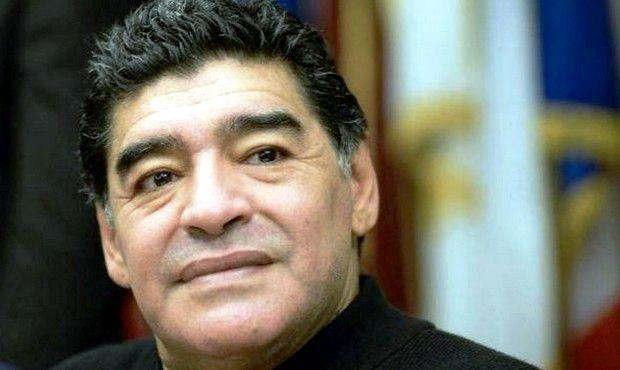 Maradona cittadino di Napoli costa 230mila euro (che pagheranno gli sponsor)