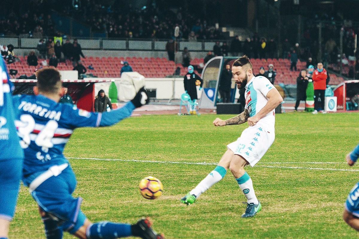 Thesefootballtimes: «Sarri può riportare lo scudetto a Napoli, Hamsik è un calciatore completo»