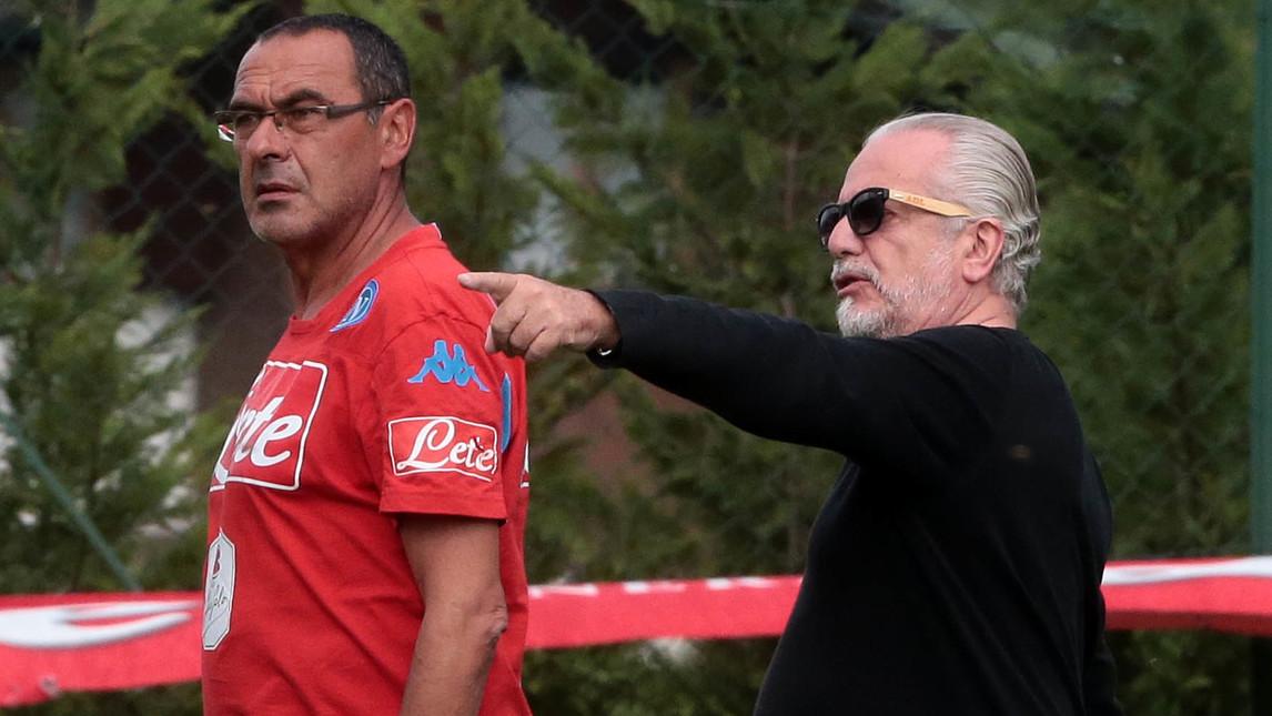 Gazzetta: «De Laurentiis non vuole esonerare Sarri, vuole tenerlo bloccato»