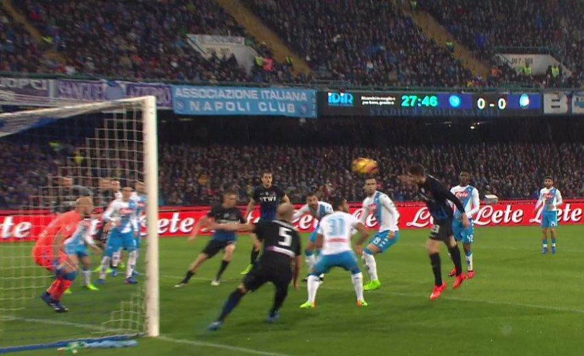 La difesa è il vero problema del Napoli: subiti 8 gol in più rispetto all'anno scorso