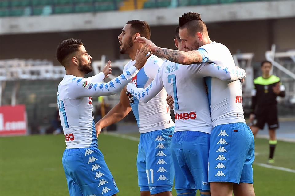 Mai così forte il Napoli fuori casa: ha vinto 7 partite su 12 e segnato 30 gol