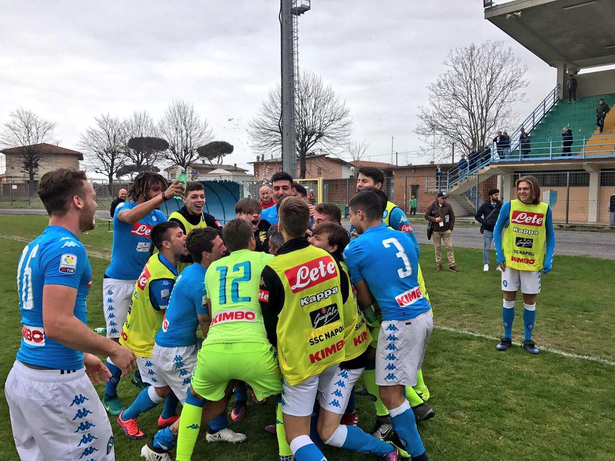 Viareggio, doppietta di Leandrinho. Il Napoli vince il girone e va agli ottavi